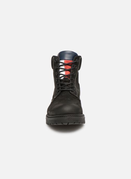 Stivaletti e tronchetti Tommy Hilfiger Iconic Tommy Jeans Nubuck Boot Nero modello indossato