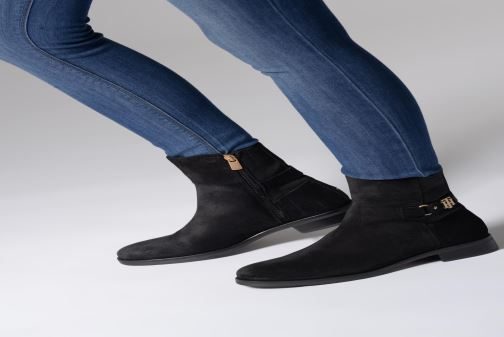 Bottines et boots Tommy Hilfiger TH Buckle Bootie Stretch Noir vue bas / vue portée sac