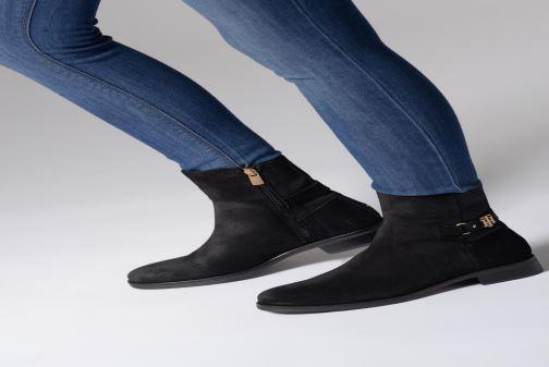 Stiefeletten & Boots Tommy Hilfiger TH Buckle Bootie Stretch schwarz ansicht von unten / tasche getragen