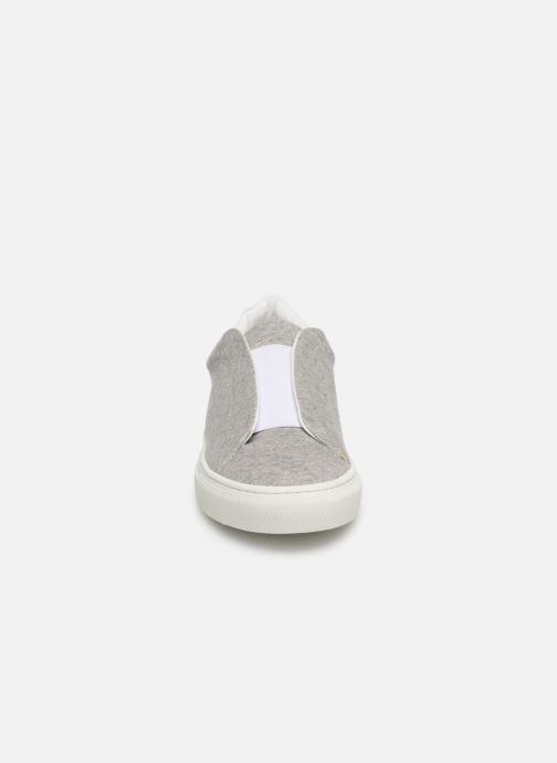 Sneakers KLÖM Kiss Grigio modello indossato