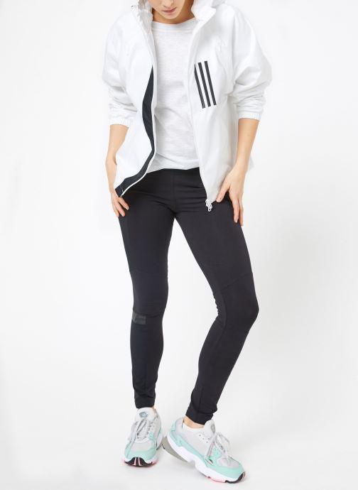 Vêtements adidas performance W WND JKT FL Blanc vue bas / vue portée sac