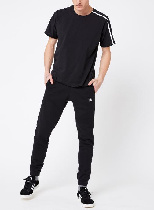 Vêtements adidas performance M ZNE Tee Noir vue bas / vue portée sac