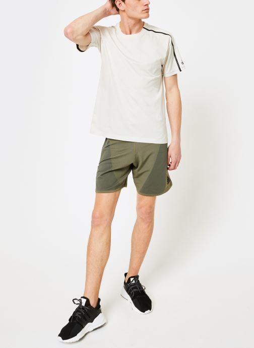 Vêtements adidas performance M ZNE Tee Blanc vue bas / vue portée sac