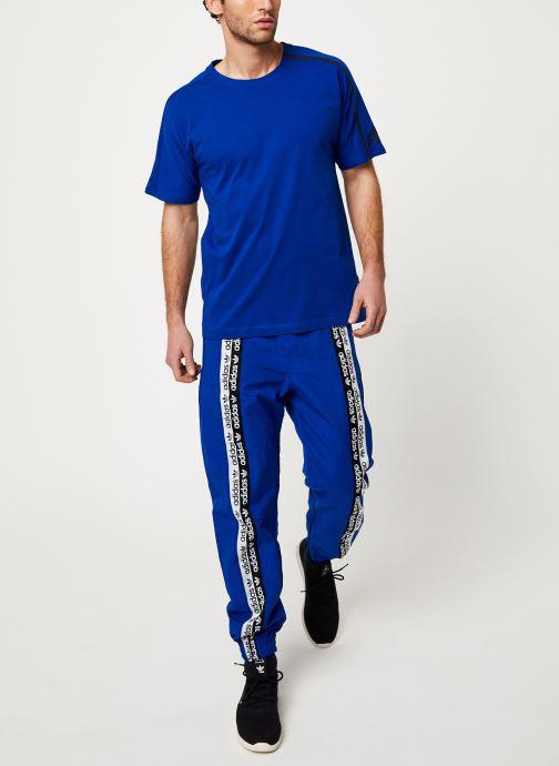 Vêtements adidas performance M ZNE Tee Bleu vue bas / vue portée sac