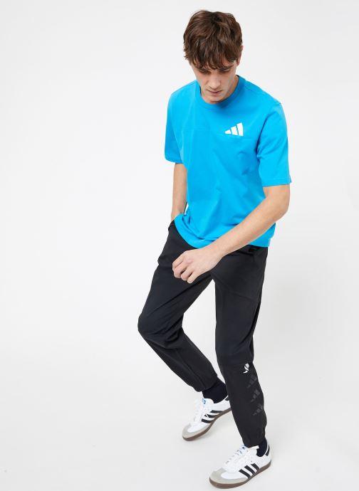 Vêtements adidas performance The Pack Tee Bleu vue bas / vue portée sac