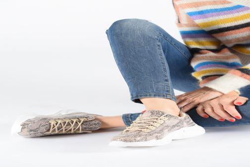 Sneaker I Love Shoes THARA beige ansicht von unten / tasche getragen