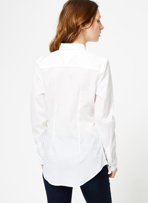 Vêtements Tommy Jeans TJW ORIGINAL STRETCH SHIRT Blanc vue portées chaussures