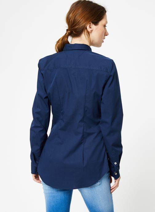 Vêtements Tommy Jeans TJW ORIGINAL STRETCH SHIRT Bleu vue portées chaussures