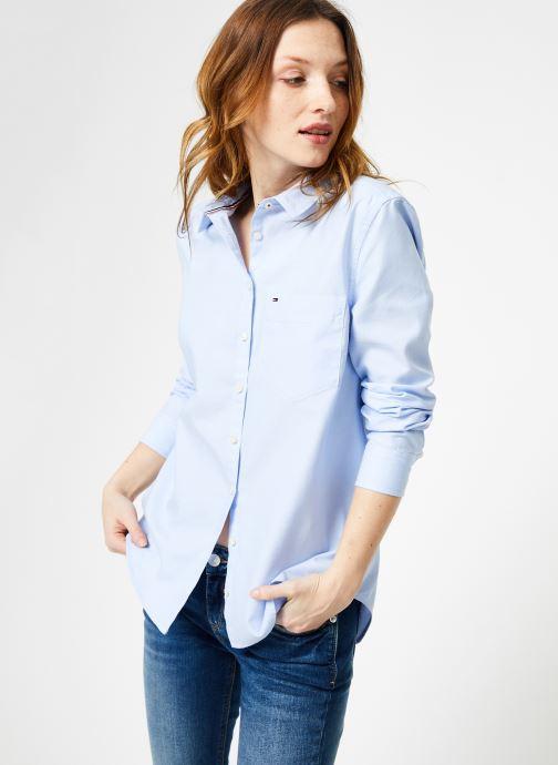 Vêtements Tommy Jeans TJW ORIGINAL LIGHT OXFORD SHIRT Bleu vue détail/paire