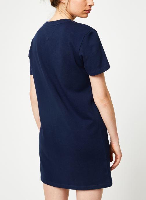 Vêtements Tommy Jeans TJW GRAPHIC TEE DRESS Bleu vue portées chaussures