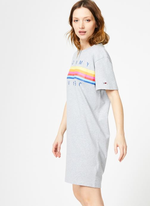 Vêtements Tommy Jeans TJW GRAPHIC TEE DRESS Gris vue droite