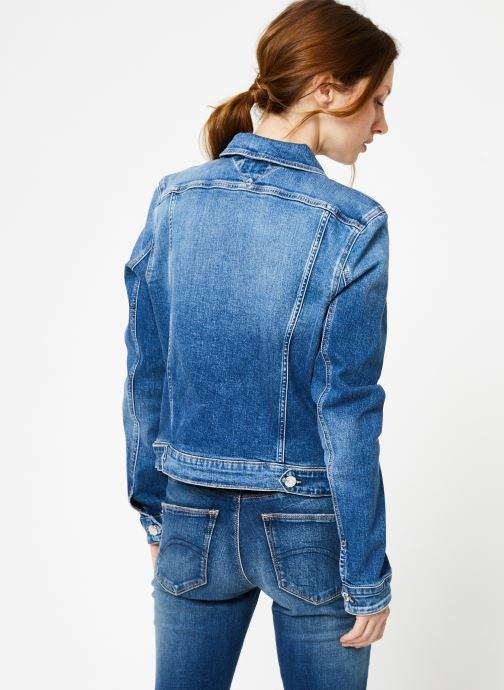 Vêtements Tommy Jeans SLIM TRUCKER VIVIAN Bleu vue portées chaussures
