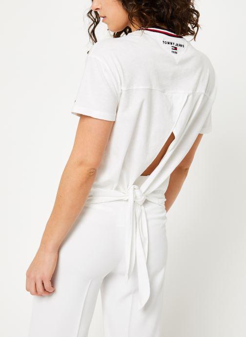 Kleding Tommy Jeans TJW BACK DETAIL TEE Wit model
