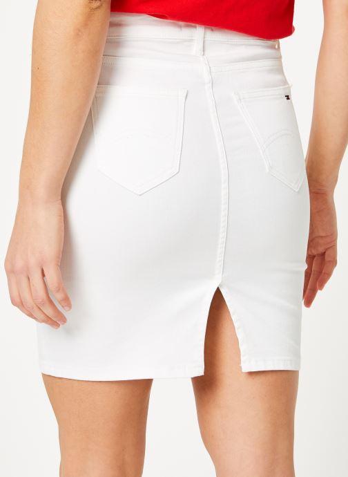 Vêtements Tommy Jeans REGULAR DENIM SKIRT Blanc vue portées chaussures