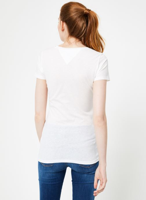 Vêtements Tommy Jeans TJW CASUAL TOMMY TEE Blanc vue portées chaussures