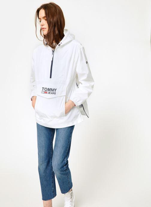 Vêtements Tommy Jeans TJW TOMMY POPOVER ANORAK Blanc vue bas / vue portée sac