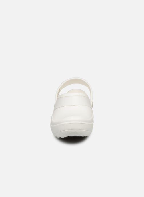 Zoccoli Crocs Mercy Work Bianco modello indossato