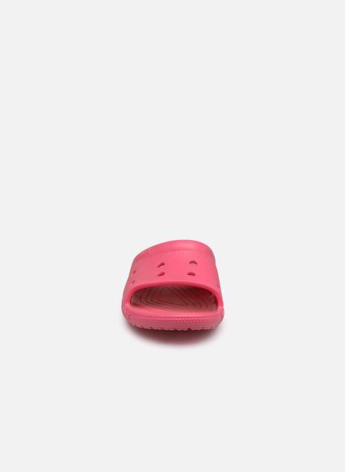 Sandalias Crocs Crocs Coast Slide Rosa vista del modelo