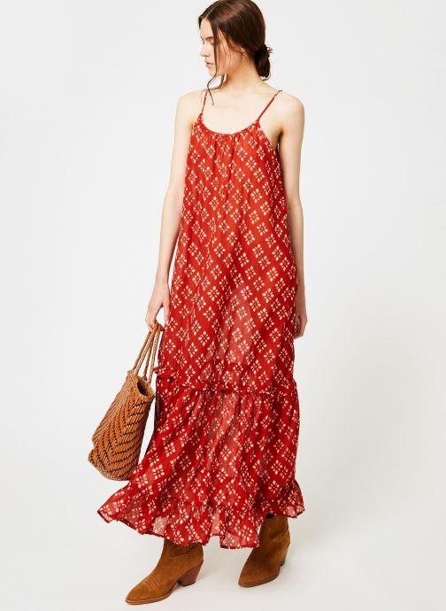 Vêtements La Cabane de Stella 01.ROBE LONGUE VOLANT SHIBURI Rouge vue bas / vue portée sac