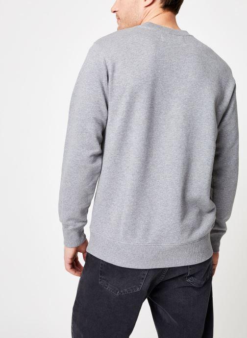 Kleding Calvin Klein Jeans Core Institutional Logo Sweatshirt Grijs model
