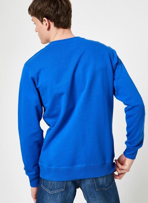 Vêtements Calvin Klein Jeans INSTITUTIONAL LOGO REG CREW NECK Bleu vue portées chaussures