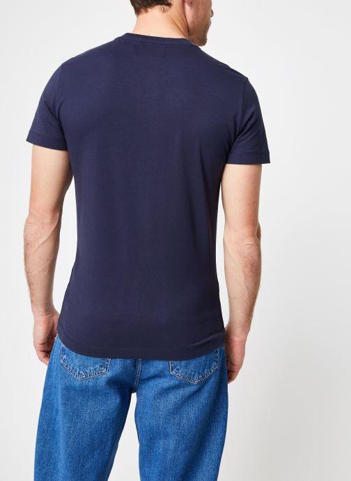 Vêtements Calvin Klein Jeans Core Monogram Box Logo Slim Tee Bleu vue portées chaussures