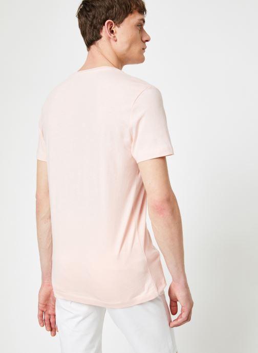 Vêtements Calvin Klein Jeans CHEST INSTITUTIONAL SLIM SS TEE Rose vue portées chaussures
