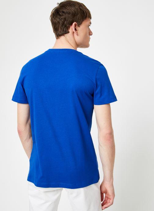 Vêtements Calvin Klein Jeans INSTITUTIONAL LOGO  SLIM SS TEE Bleu vue portées chaussures