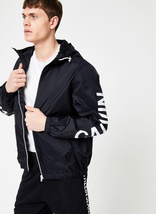 Vêtements Calvin Klein Jeans NYLON HOODED ZIP UP JACKET Noir vue détail/paire