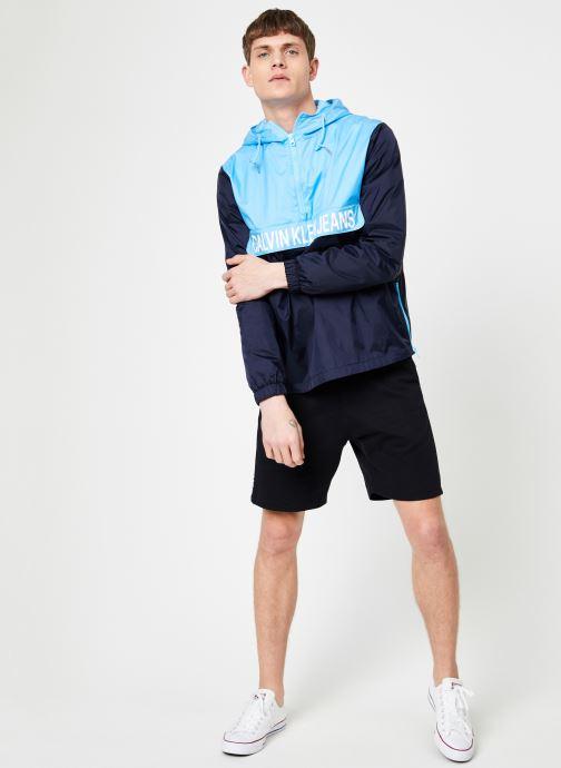 Vêtements Calvin Klein Jeans COLOR BLOCK NYLON POPOVER Bleu vue bas / vue portée sac
