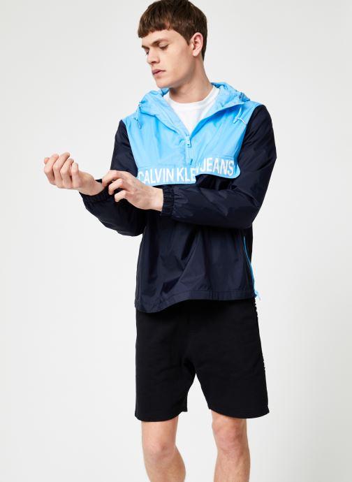 Vêtements Calvin Klein Jeans COLOR BLOCK NYLON POPOVER Bleu vue droite