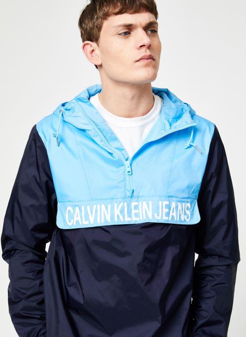 Vêtements Calvin Klein Jeans COLOR BLOCK NYLON POPOVER Bleu vue détail/paire