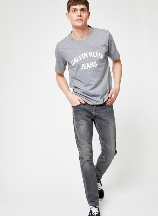 Kleding Calvin Klein Jeans INSTIT CURVED VARSITY SS TEE Grijs onder