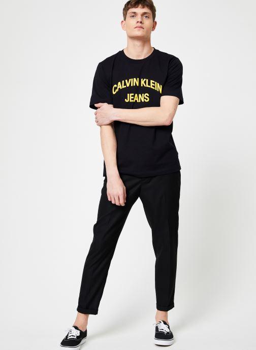 Kleding Calvin Klein Jeans INSTIT CURVED VARSITY SS TEE Zwart onder