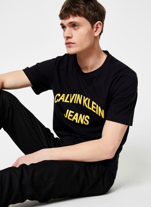 Kleding Calvin Klein Jeans INSTIT CURVED VARSITY SS TEE Zwart detail
