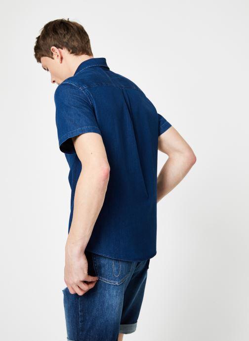 Vêtements Calvin Klein Jeans INDIGO INSTIT POCKET REG SS Bleu vue portées chaussures