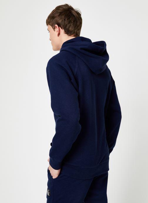 Vêtements Calvin Klein Jeans INDIGO HOODIE Bleu vue portées chaussures