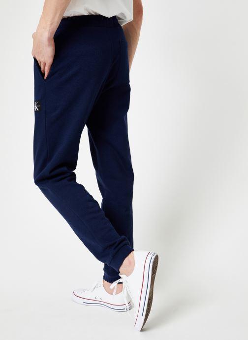 Vêtements Calvin Klein Jeans INDIGO JOGPANT Bleu vue portées chaussures
