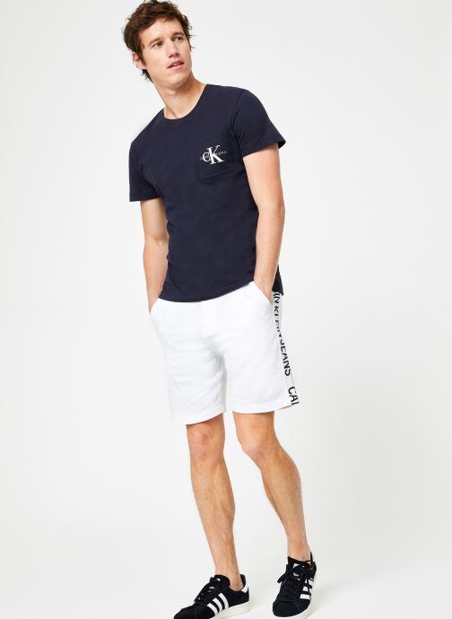 Vêtements Calvin Klein Jeans SIDE INSTITUTIONAL SHORT Blanc vue bas / vue portée sac