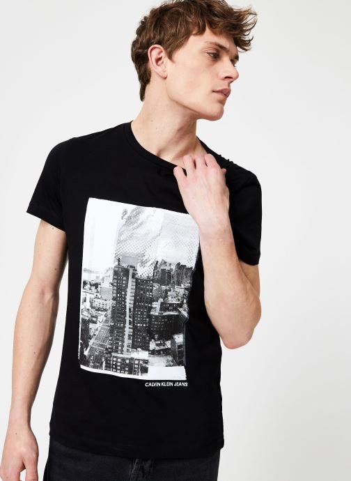 Vêtements Calvin Klein Jeans LANDSCAPE GRAPHIC SLIM SS TEE Noir vue droite