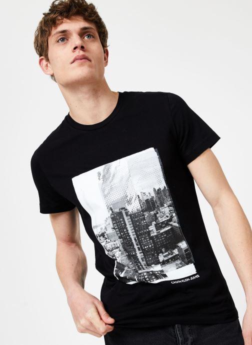 Vêtements Calvin Klein Jeans LANDSCAPE GRAPHIC SLIM SS TEE Noir vue détail/paire