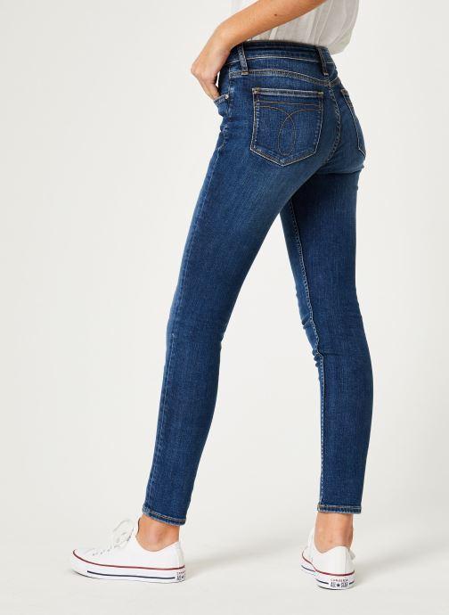 Vêtements Calvin Klein Jeans CKJ 011 Mid Rise Skinny Bleu vue portées chaussures