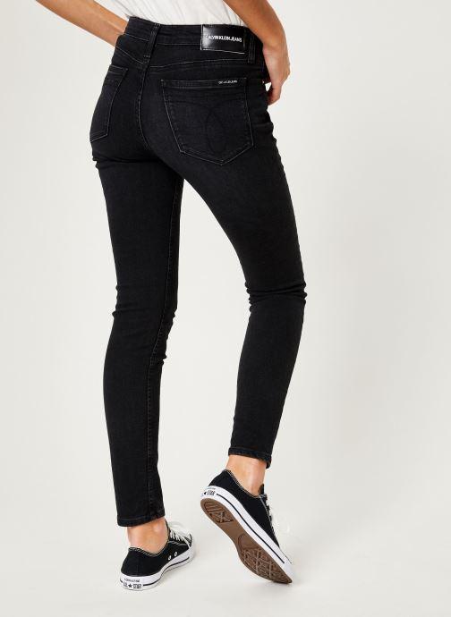 Vêtements Calvin Klein Jeans CKJ 011 Mid Rise Skinny Noir vue portées chaussures