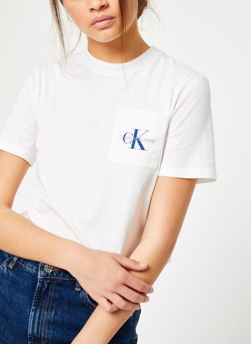 Vêtements Calvin Klein Jeans Monogram Crop Pocket Tee Blanc vue détail/paire