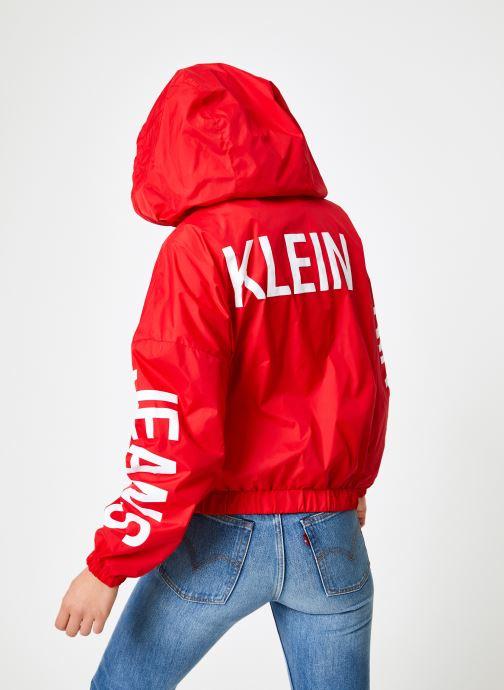 Vêtements Calvin Klein Jeans Nylon Windbreaker Rouge vue portées chaussures