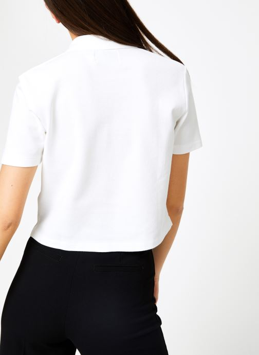 Vêtements Calvin Klein Jeans Embroidered Cropped SS Polo Blanc vue portées chaussures
