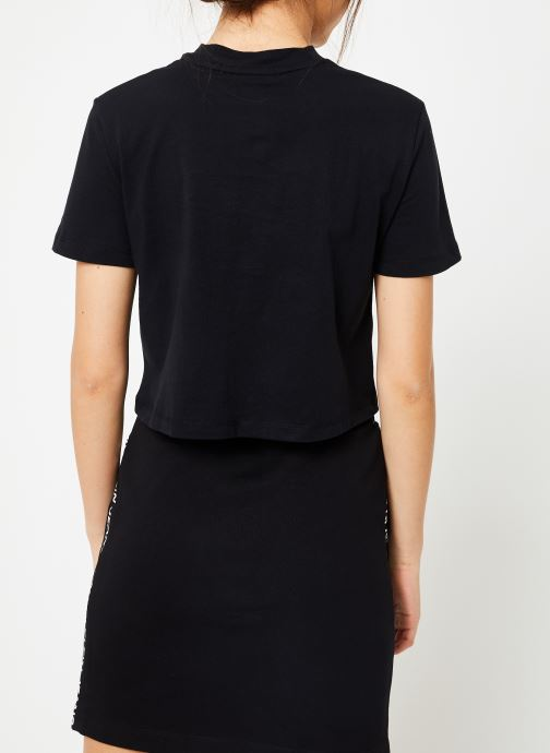 Vêtements Calvin Klein Jeans Shrunken Institutional Crop SS Noir vue portées chaussures