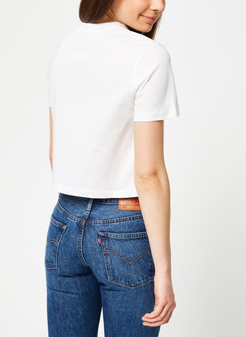Vêtements Calvin Klein Jeans Shrunken Institutional Crop SS Blanc vue portées chaussures