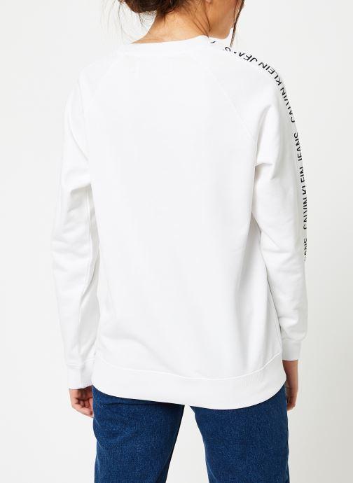 Vêtements Calvin Klein Jeans Inst Track Rel Raglan CN Blanc vue portées chaussures
