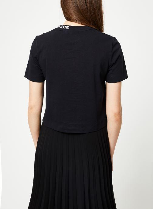 Kleding Calvin Klein Jeans Cropped Skater Tee Zwart model